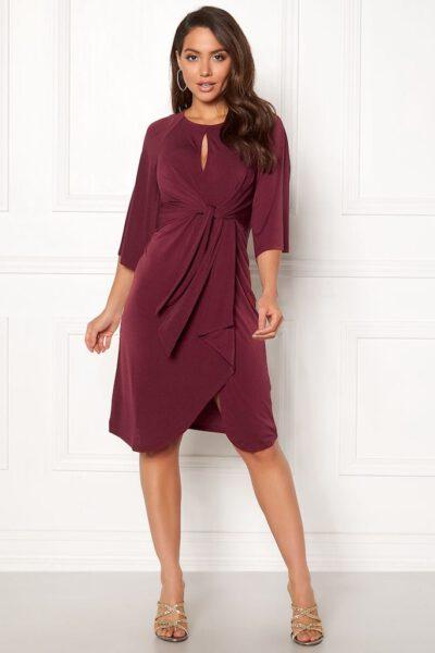 Vinröd festklänning