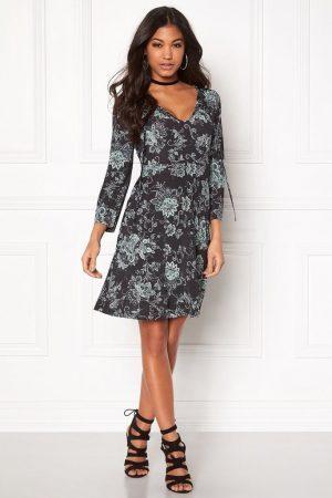 Svart mönstrad klänning