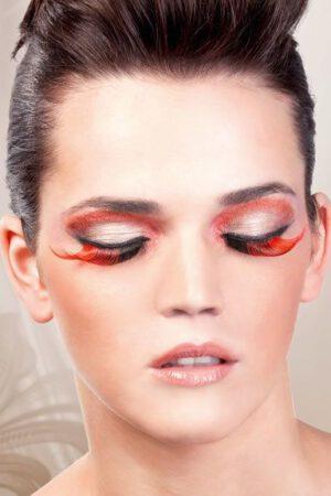 Brun-röda fjäderögonfransar