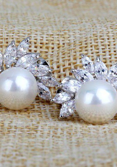 Vita pärlörhängen