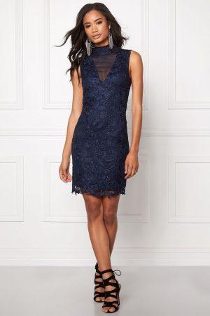 Snygg klänning i spets