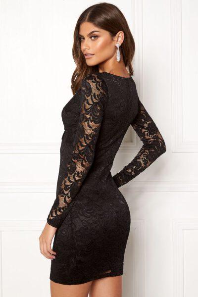 Svart spetsklänning