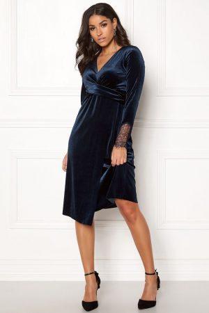 Mörkblå sammetsklänning