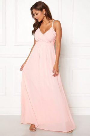 Rosa lång Chiffongklänning med fint draperad överdel - TopLady