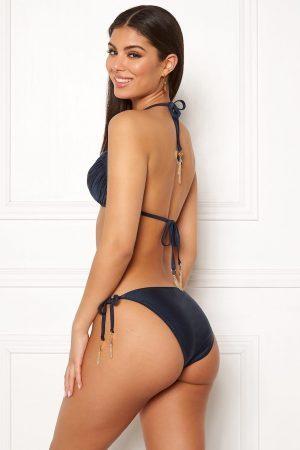 Snygg bikinitrosa i glansigt material