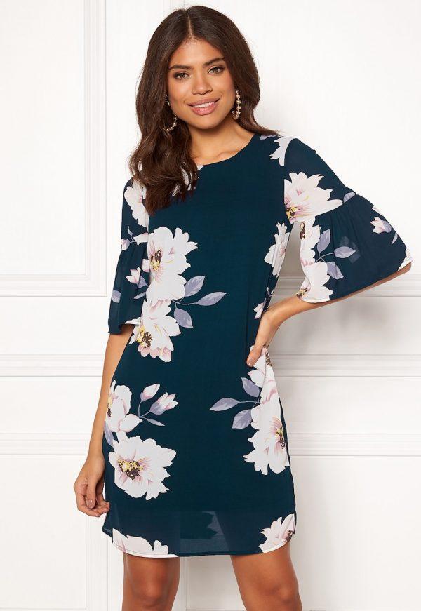 Köp blommig kort klänning